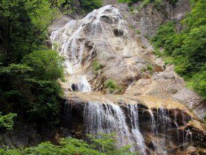 「日本の滝名選」で写真スポットの1つ「姥ヶ滝」