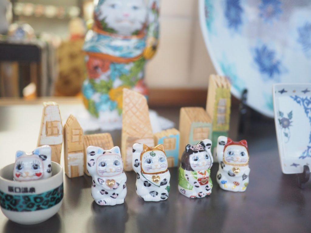 九谷陶芸村で誕生した 愛とご縁を招く招き猫「ユッキー」
