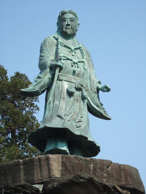 日本武尊像(やまとたけるのみこと像)