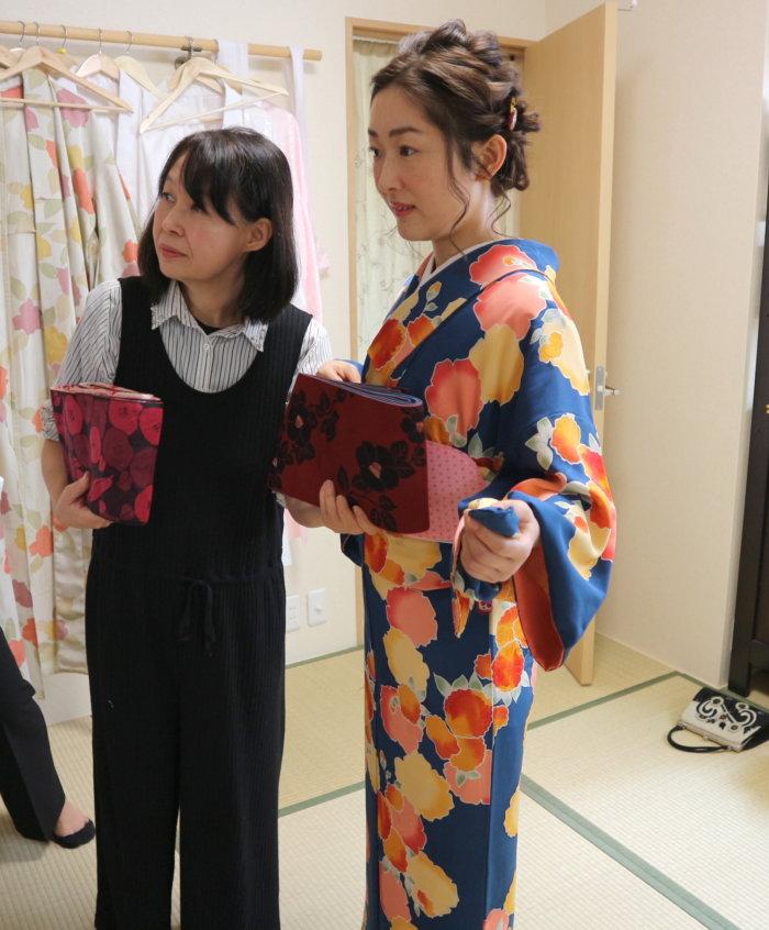 chooseing-obi-kimono-haremaroman-kanazawa