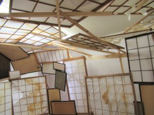 Made from paper door / Tadashi Kawamata