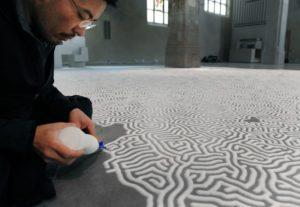 He draw by Salt only / Motoi Yamamoto