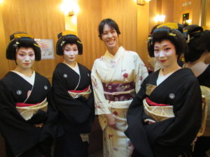 Take a photo with GEISHA.