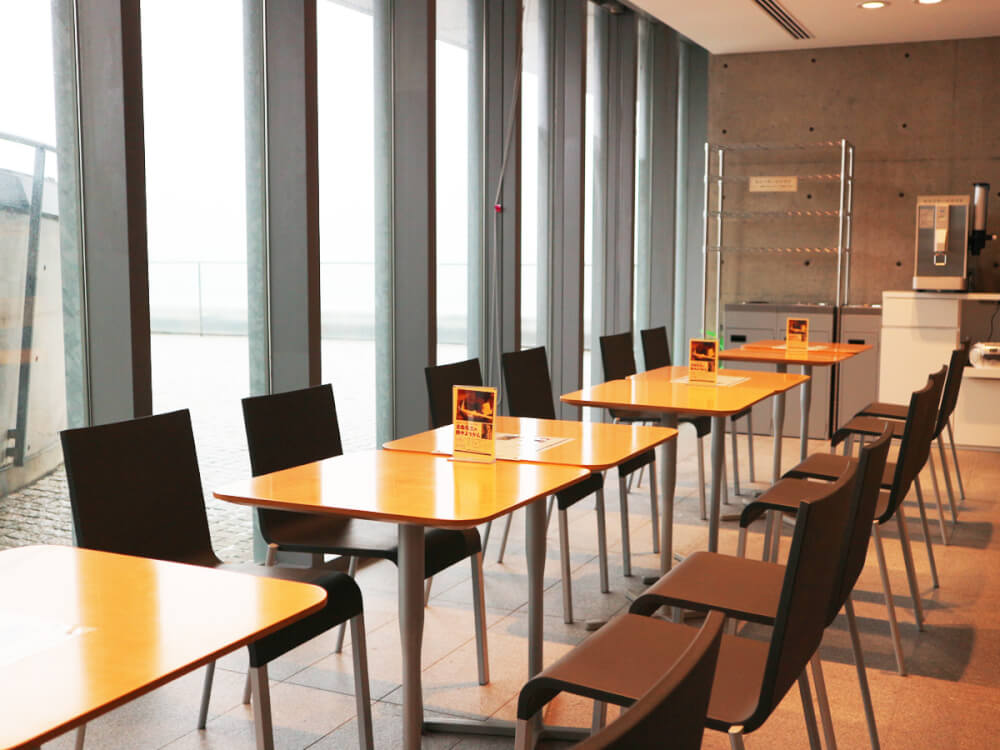 Ishikawa_Nishida_Kitaro_Museum_of_Philosophy-Kahoku-2f-cafe-tables