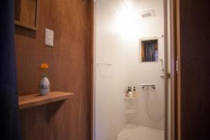 kanazawa-yuzen-tabine-shower-
