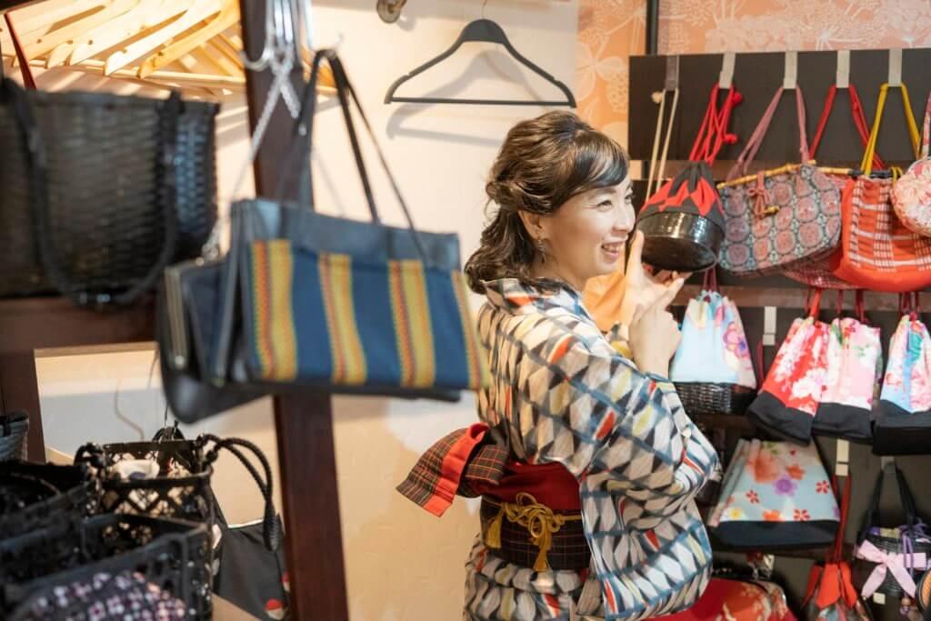 selecting-bags-kimono-yasuka